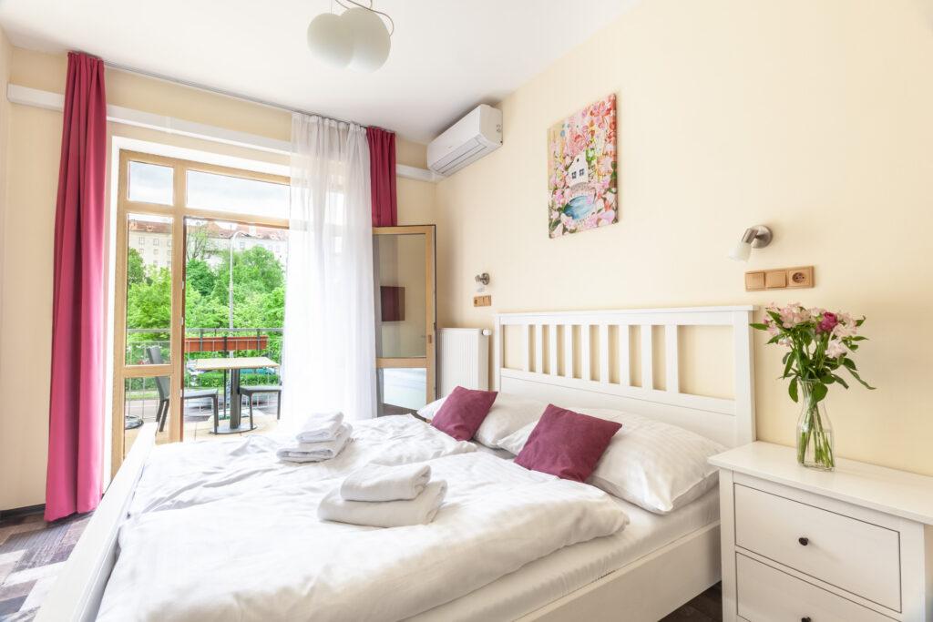 Zweibett Apartment mit Balkon